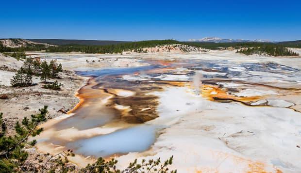 ys-norris-geyser-basin_adobe_680